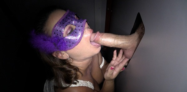 latina-in-gloryhole-swallow
